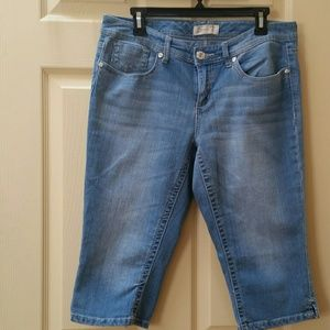 Seven7 cropped emprided back packets Jeans L